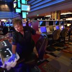 How To improve At Online Gambling In Minutes